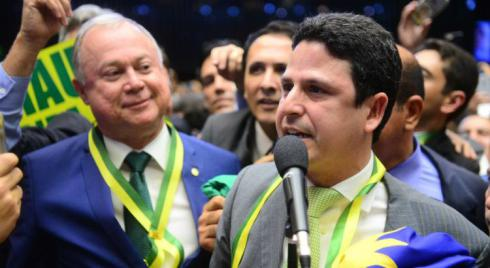 Deputado pernambucano que deu o último voto necessário à continuidade do impeachment agora é investigado por corrupção
